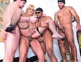 Thays Sciavinato, Tony Lee, Capoeira, Matheus & Ricco - Tranny Gangbangers